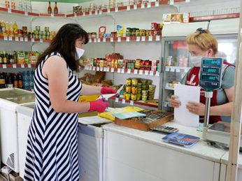 В нашем регионе на протяжении более чем двух месяцев магазины и предприятия продолжают работу в условиях соблюдения жестких мер регламента по нераспространению коронавирусной инфекции.