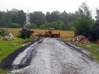 На территории Лухского городского поселения продолжаются работы по благоустройству.