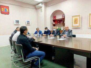 Тревожные события в Нагорном Карабахе получили отклик в Иванове. 8октября в Ивановском доме национальностей состоялась встреча руководителей азербайджанской и армянской общественных организаций региона.