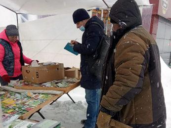 Сотрудниками налоговой инспекции совместно со специалистами отдела экономики и инвестиций администрации района проведена инвентаризация ярмарки на рыночной площади поселка Лух.